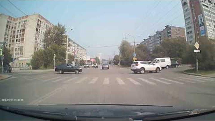21 07 16. ДТП Пермь. Хруст и авто на переходе.