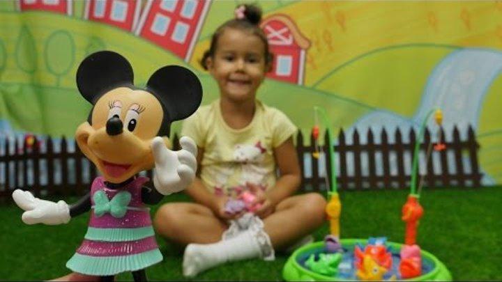 Мультики для детей. Играем с Минни Маус. Игрушки для детей. Пикник на природе