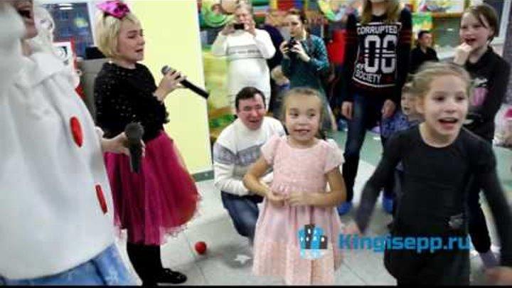 """""""Новогодний переполох"""" в Кингисеппе устроили Дюдюка Барбидокская и Снежка. KINGISEPP.RU"""
