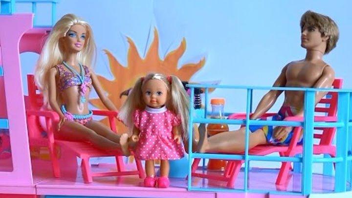 Видео с куклами Челси пригласила Рапунцель и Френкиштейн на лайнер Барби поиграть