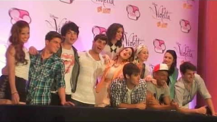 VIOLETTA - PHOTO CALL - SESION DE FOTOS - CONFERENCIA DE PRENSA - MEXICO