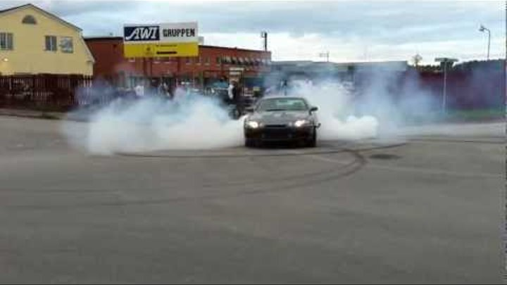 Toyota Soarer 2JZ-GTE with JUN 3.2 stroker and Trust T88-34D does burnout @ Superior Meet 2011 !