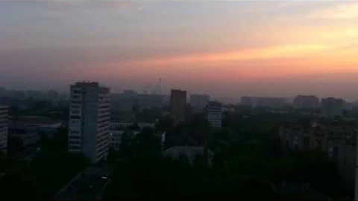 Петух в Москве ранним утром орет во все горло