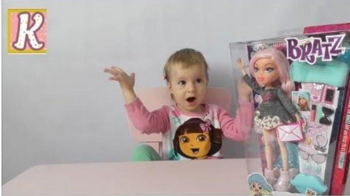 Кукла Братц с аксессуарами распаковка. Bratz SelfieSnaps Doll- Cloe unboxing.