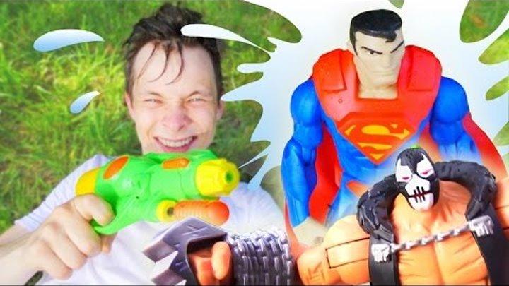 СТРЕЛЯЛКИ в видео для мальчиков про супергероев! ВОДНОЕ ПОБОИЩЕ! Когда супергероям скучно