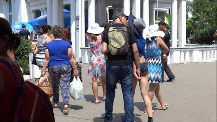 Курортный роман, ЛЮБОВЬ, вокзал на двоих. Lazarevskoe - SOCHI - RUSSIA - 2014