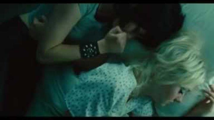 Kristen Stewart and Dakota Fanning in The Runaways