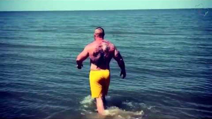 Пауэрлифтер из Люберец открыл купальный сезон на море