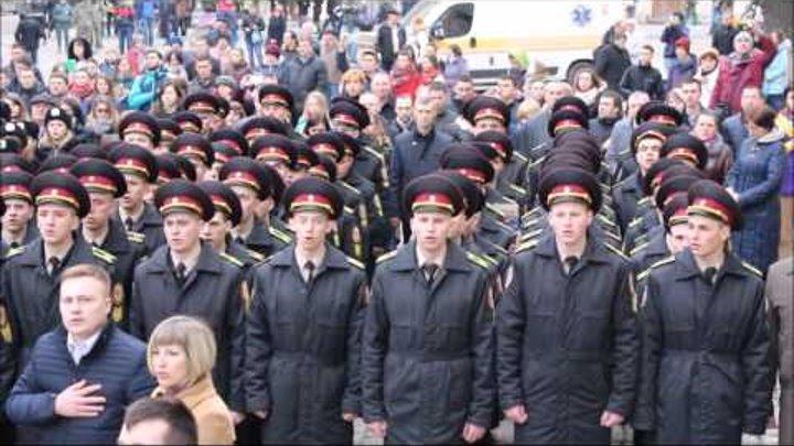 У Львові десятки людей одночасно виконали Гімн України