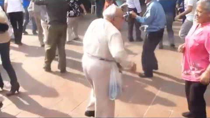 Дед порвал танцпол
