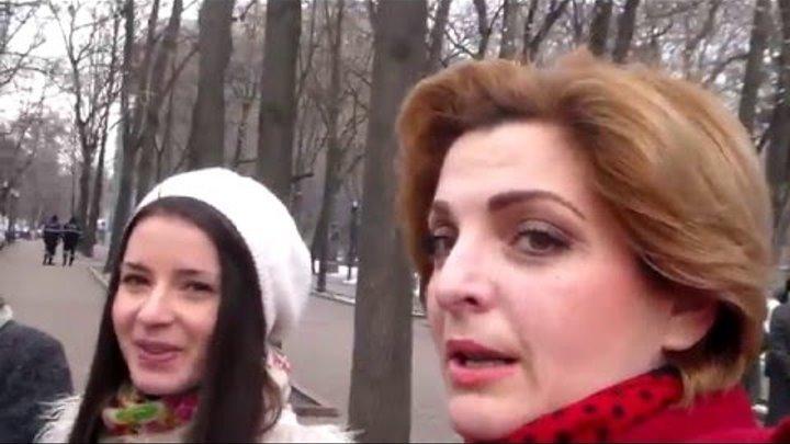 Diana Ciugureanu-Zlatan trecând pe lângă Bustul poetului național Mihai Eminescu, 15 ianuarie 2016