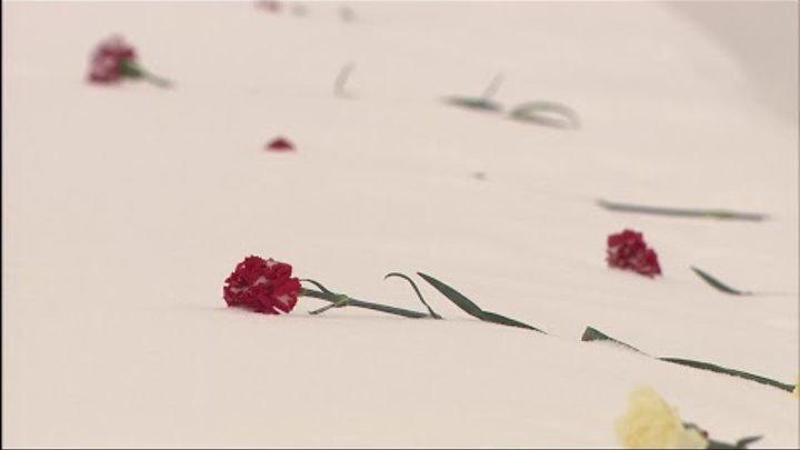 Прямая трансляция траурной церемонии возложения венков на Пискаревском кладбище
