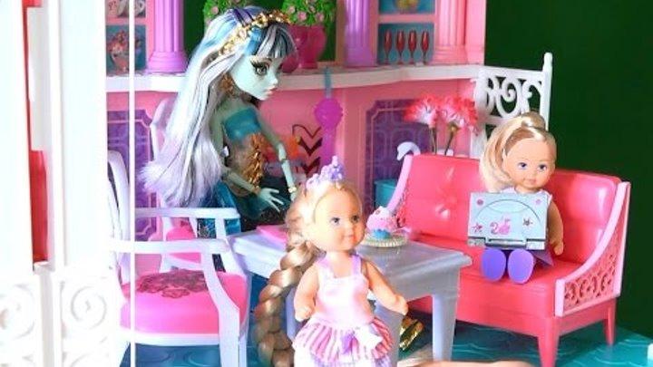 Рапунцель с Френки пришли в гости к Челси в Дом Мечты Барби, украшаем наряд Рапунцель блестками