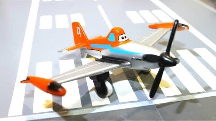 Лагерь гонщиков. Самолёты. Видео для мальчиков. Собираем самолётик Дасти (Dusty)