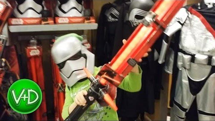 Поход в магазин игрушек Диснея игрушки Звёздные Войны / Star Wars Disney Store toy shopping