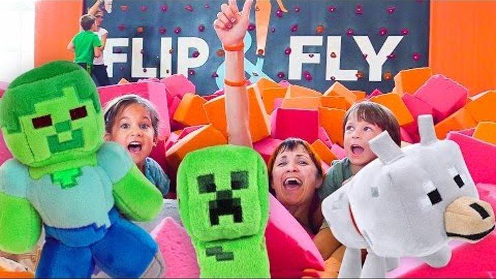 Майнкрафт.Видео для детей Капуки Кануки.Маша, Катя и Марк: прыжки на батуте, зарядка