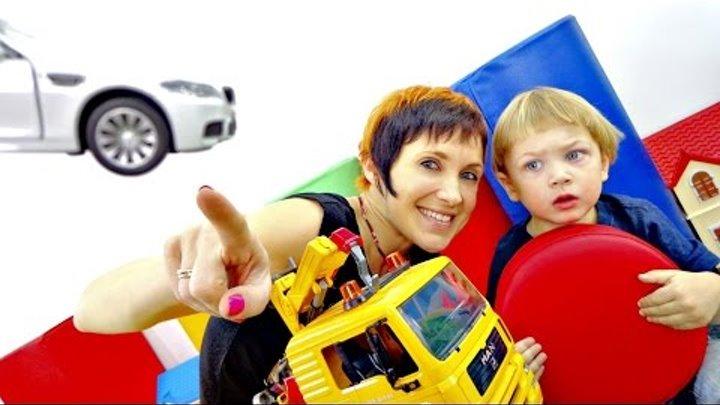 Песенки для детей. Машинки и светофор. Маша и Лев учат сигналы светофора.