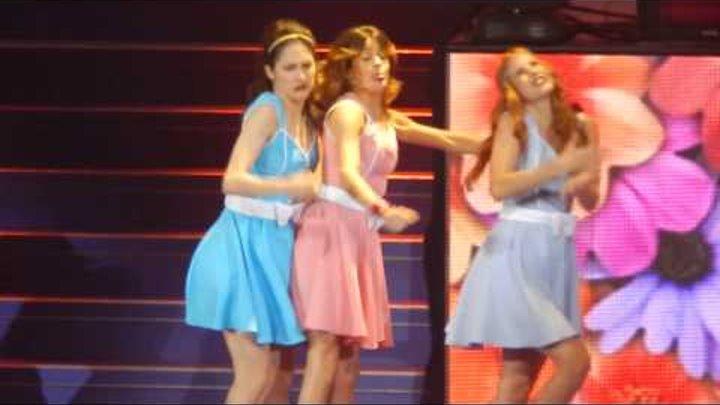 Junto A Ti(HD) - Martina Stoessel, Candelaria Molfese, Lodovica Comello - Paris - 17/01/14