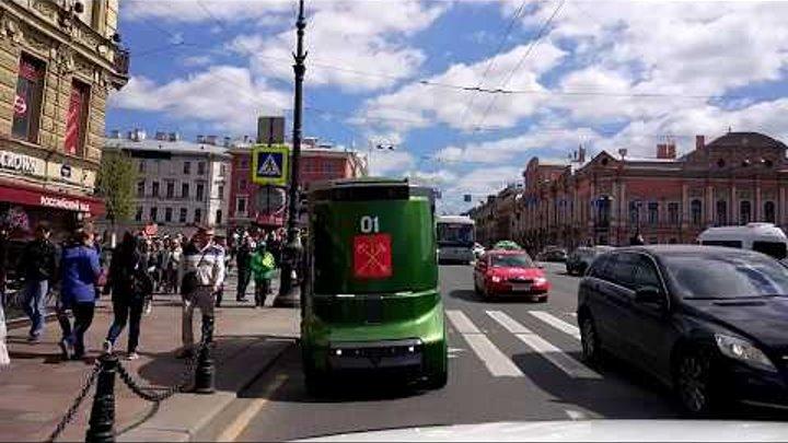 """Автобус-беспилотник """"Матрешка"""" на улицах Санкт-Петербурга на Невском проспекте"""