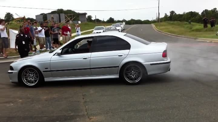BMW E39 M5 Straight Pipes Burnouts and Donuts