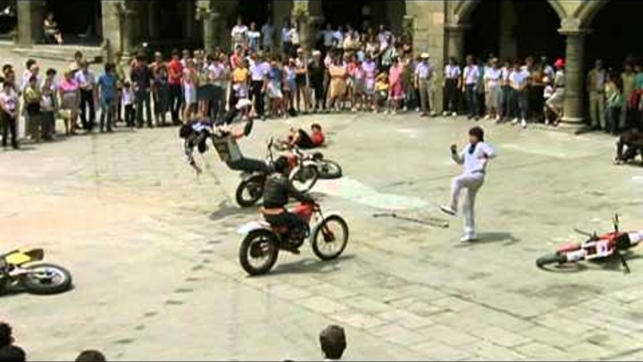 Jackie Chan - Biker Gang Gets a Beating! (Kung Fu)