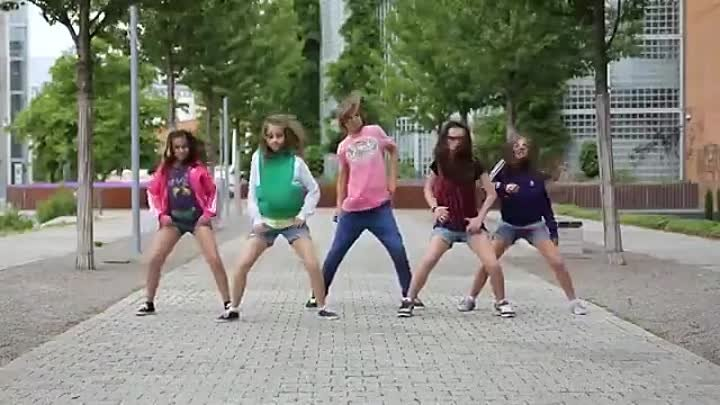 Kids-dancing-on-the-street-Crew-First-Class-Dance-Show-Video-by-Gammabit-Films