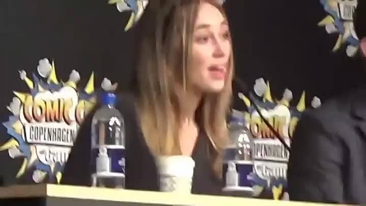Alycia Debnam-Carey || ComicCon - «Does Eliza Ship It A Lot?»
