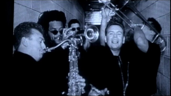 UB 40 - (I Can't Help) Falling In Love With You (1993)