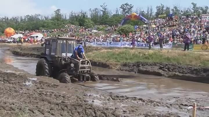 Russian Flying Tractor Racing 2014 - Offroad Race - Bison Track Show - Russia