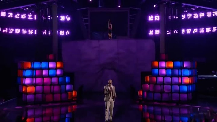 Pitbull ft. Christina Aguilera - Feel This Moment (Live at The Voice 2013)