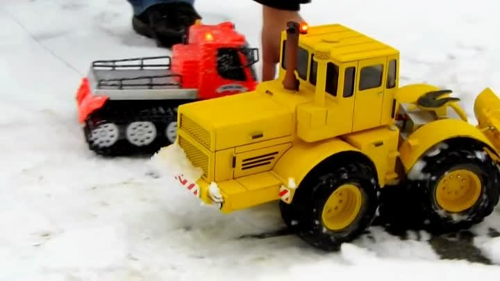 MFZ Blocher - Snow plowing with RC Tractor Kirovets K700 - А снег поляну с Кировец 700
