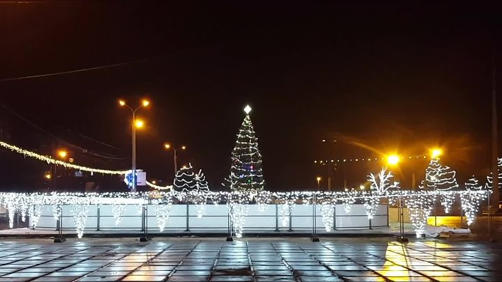 ЁЛОЧКИ МАРИУПОЛЯ - CHRISTMAS TREE MARIUPOL Автор видео MRPL media