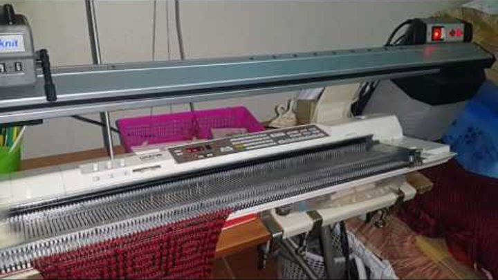 Brother DB Farbwechsler KRC 840 am Einbett , color changer KRC 840, Tuck stitch with 2 colors