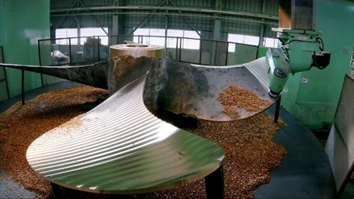 Casting a Gigantic Propeller at 1,800°F