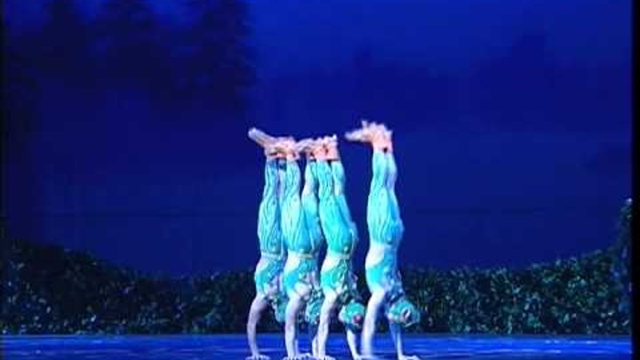 """Chinese Swan Lake: """"The four little swans turned into four small frogs"""""""