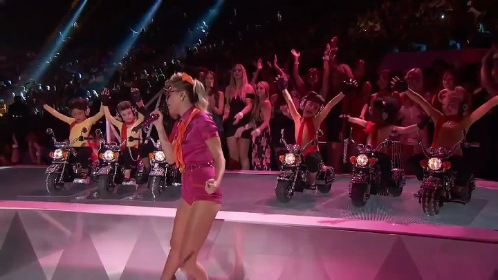 Miley Cyrus Performs 'Younger Now' 2017 VMAs MTV