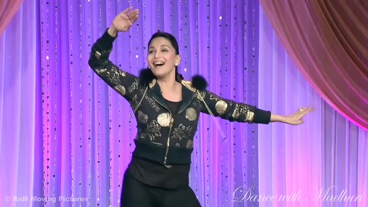 Madhuri Dixit dances to 'Ek Do Teen'!