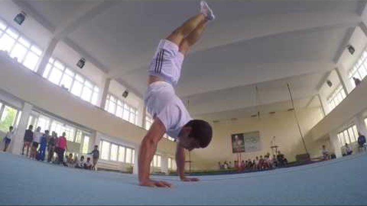 Most handstand push ups in one minute Guinness World Records (Manvel Mamoyan)