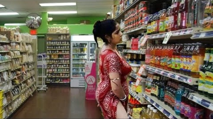 Women Thief Caught On CC TV Camera Stealing In Shop