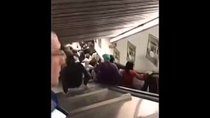 CSKA Moscow fans hurt as escalator 'collapses' at Rome metro station _ 23_10_201
