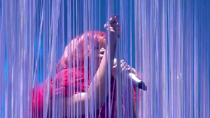 Rihanna - Only Girl, S&M, What's My Name (live Brit Awards 2011)