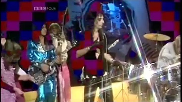 04.02 1948 родился Элис Купер .ALICE COOPER - School's Out (1972 UK TV Top Of The Pops Performance) ~ HIGH QUALITY HQ ~