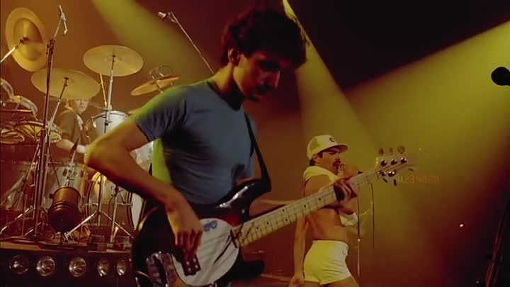 Queen - Another One Bites The Dust (Live)