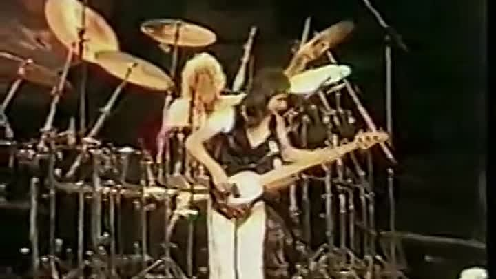 Queen - 'Death on Two Legs' (Live At Earls Court 1977)