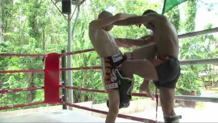 """13 Year old french Muay Thai fighter """"Highlights"""" training in Thailand"""