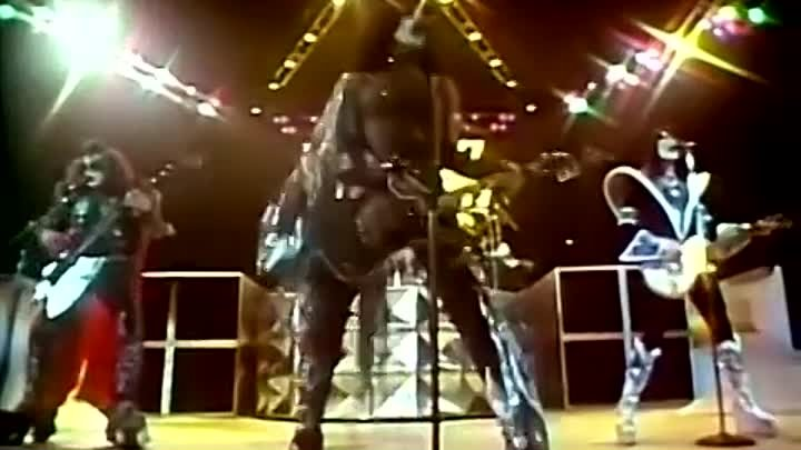 KISS - I Was Made For Lovin' You [Official Music Video] — Ян