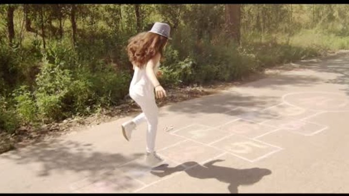 Betty Blue - Intr-o secunda [official music video] 2014