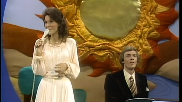 06. Top of the World (From The Carpenters' Very First TV Special- Air date December 8, 1976)