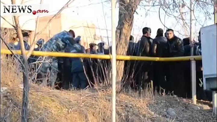 Gyumri: Protesters approach Russian military bas