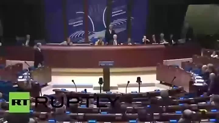 РФ лишают права голоса в ПАСЕ / PACE deprived Russia of the right to vote. Laughter filled the room